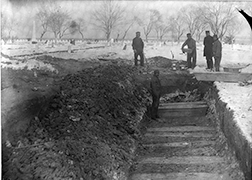 Jacob Riis, Trench at Potter¹s Field, 1888, photograph